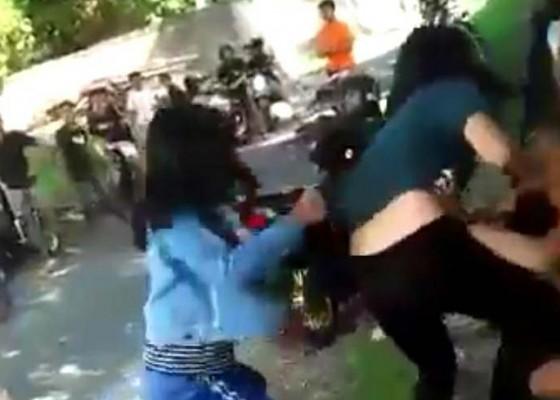 Nusabali.com - viral-video-dua-siswi-smp-berkelahi