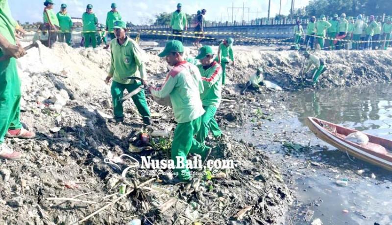 www.nusabali.com-dlhk-badung-sulam-mangrove-yang-mati