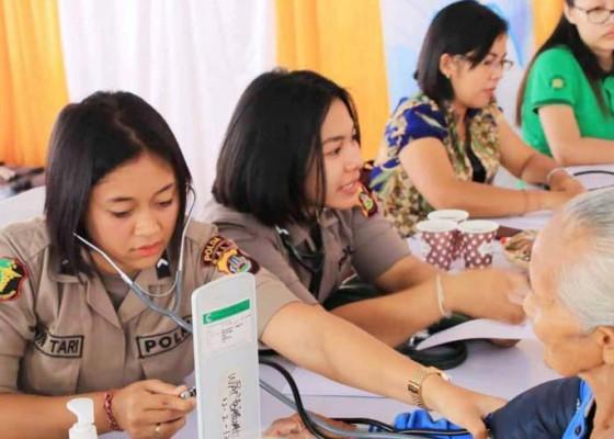 Nusabali.com - polwan-se-bali-gelar-pengobatan-gratis-di-bebandem