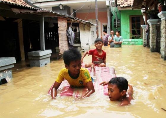 Nusabali.com - banjir-luapan-sungai-ciliwung