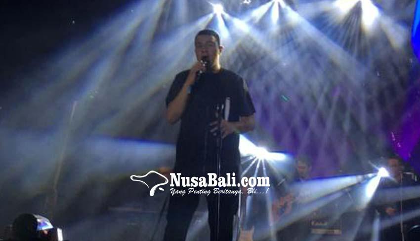www.nusabali.com-tulus-hadirkan-manusia-hebat-di-acara-dies-natalis-xi-stiki-indonesia