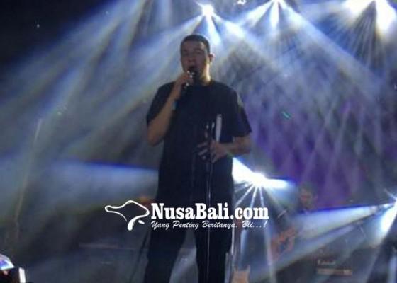 Nusabali.com - tulus-hadirkan-manusia-hebat-di-acara-dies-natalis-xi-stiki-indonesia