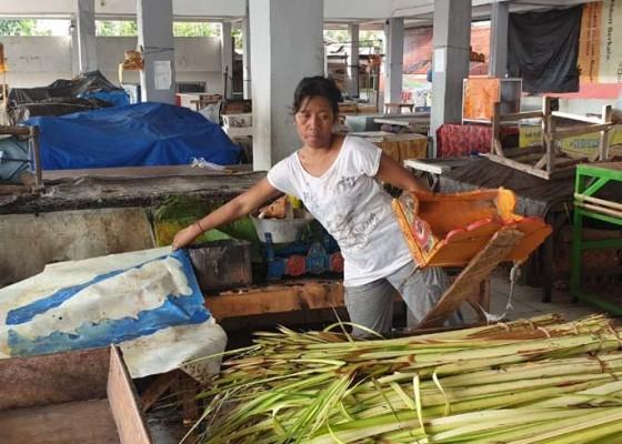 Nusabali.com - pasar-kampung-tinggi-nyaris-terbakar
