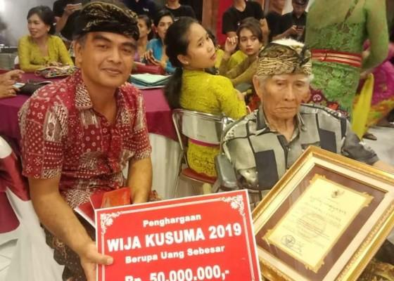 Nusabali.com - 16-seniman-gianyar-diapresiasi-penghargaan-tertinggi