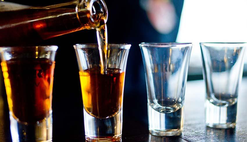 NUSABALI.com - KESEHATAN : Minum Alkohol Tingkatkan Risiko Stroke