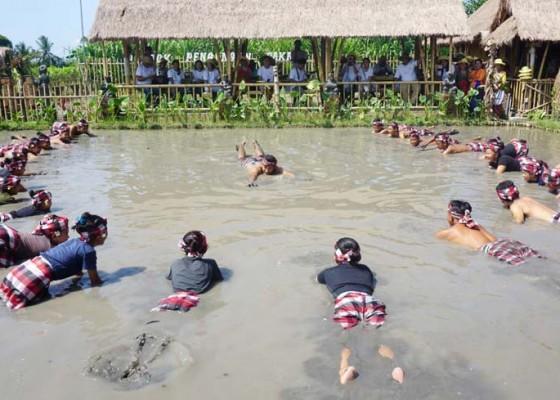 Nusabali.com - desa-bakas-gelar-mapantigan-kecak-endut