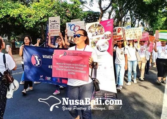 Nusabali.com - perempuan-di-bali-berani-bicara-dalam-kampanye-womens-march-bali-2019