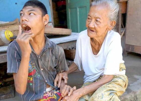 Nusabali.com - penyandang-disabilitas-dibantu-komunitas-sosial-dan-desa
