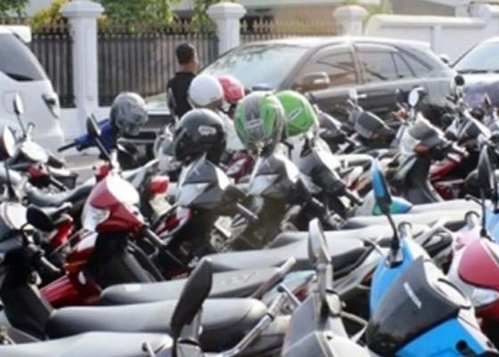 Nusabali.com - tanpa-dasar-hukum-tarif-e-parkir-rsud-sanjiwani-turun