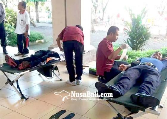 Nusabali.com - may-day-di-jembrana-ratusan-buruh-donor-darah