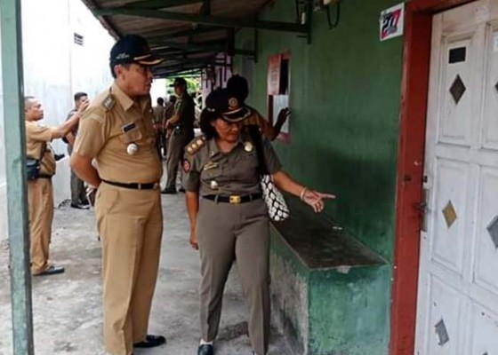 Nusabali.com - camat-dan-satpol-pp-cek-aktivitas-eks-lokalisasi-gunung-lawu