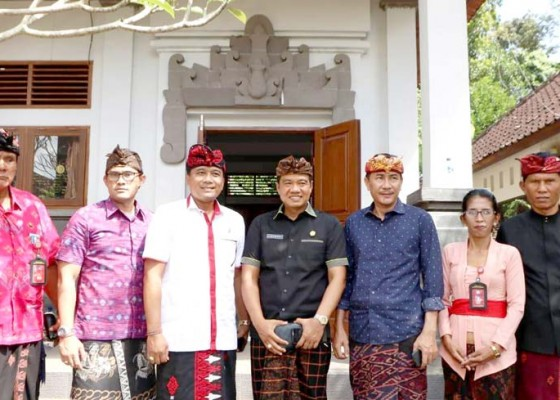 Nusabali.com - komisi-iv-kunjungi-sdn-1-selat-dorong-pemkab-rehabilitasi-gedung