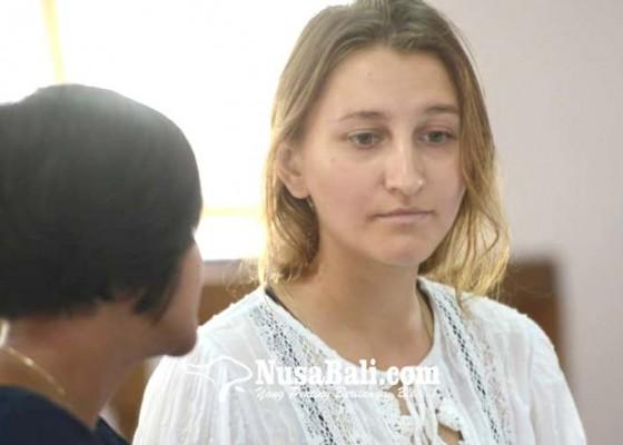 Nusabali.com - bawa-serpihan-ganja-model-belarusia-divonis-8-bulan