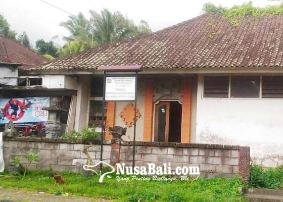 Nusabali.com - rumdis-camat-tembuku-rusak