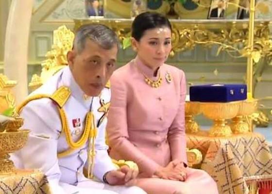 Nusabali.com - raja-thailand-nikahi-mantan-pramugari