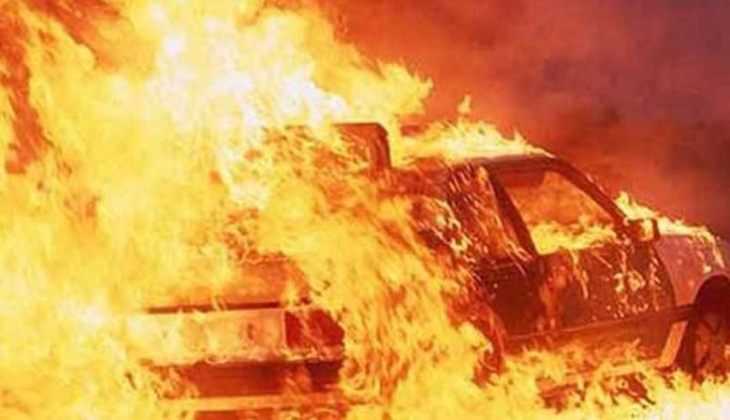 www.nusabali.com-parkir-di-restoran-mobil-terbakar