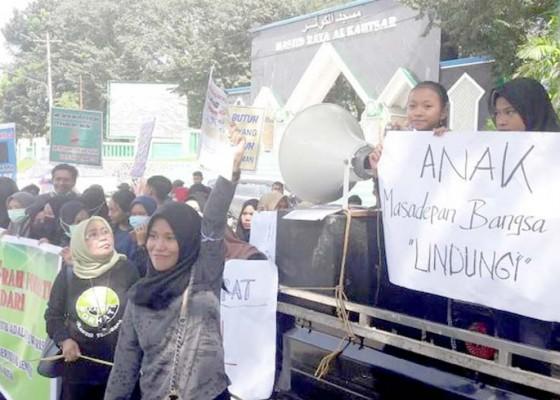 Nusabali.com - aktivis-perempuan-demo-markas-korem