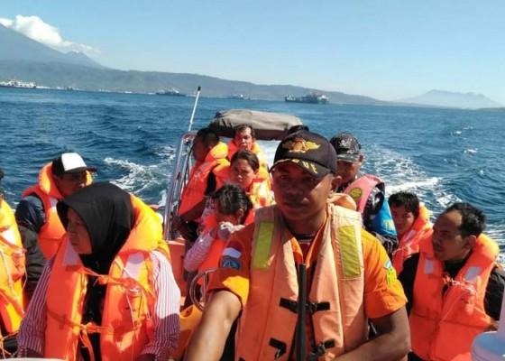 Nusabali.com - kmp-jambo-iv-kandas-selama-5-jam-belasan-penumpang-dievakuasi
