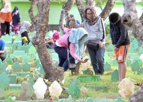 Nusabali.com - umat-islam-denpasar-ziarah-jelang-ramadhan
