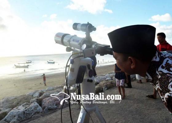 Nusabali.com - tertutup-awan-hilal-tak-terlihat-saat-pemantauan-di-pantai-jerman-kuta