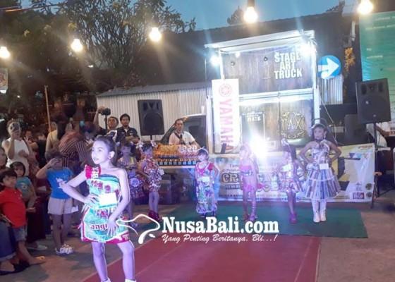 Nusabali.com - sampah-plastik-disulap-jadi-baju-kreatif