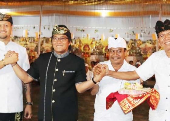 Nusabali.com - bupati-giri-prasta-serahkan-bantuan-rp-900-juta