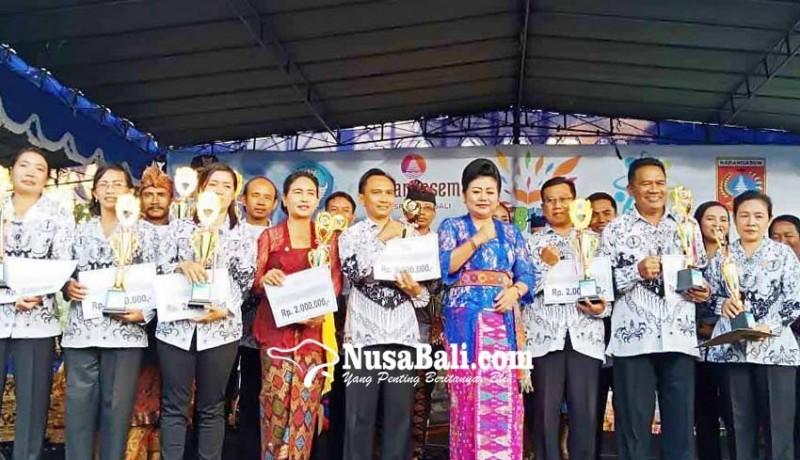 www.nusabali.com-delapan-guru-di-karangasem-raih-penghargaan-hardiknas
