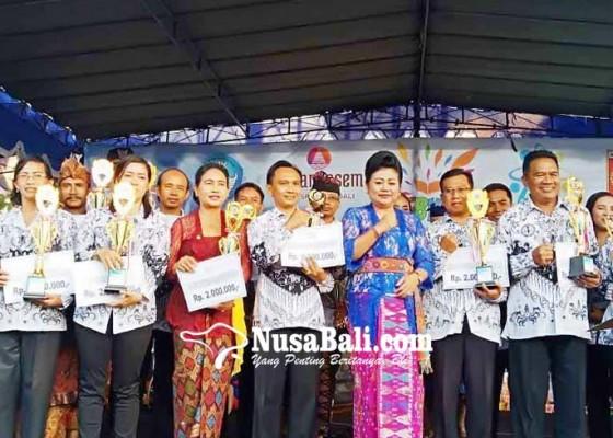 Nusabali.com - delapan-guru-di-karangasem-raih-penghargaan-hardiknas