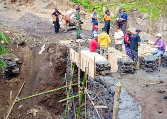 Nusabali.com - desa-sebudi-bangun-dua-akses-evakuasi