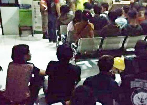 Nusabali.com - 32-anak-muda-ditangkap-di-vila