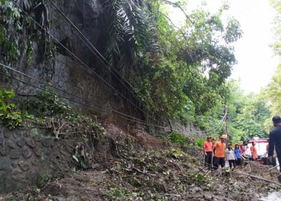 Nusabali.com - tanah-longsor-tutup-akses-jalan