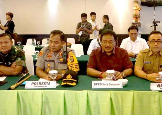 Nusabali.com - jaya-negara-hadiri-rapat-pleno-rekapitulasi-suara-tingkat-kota-denpasar