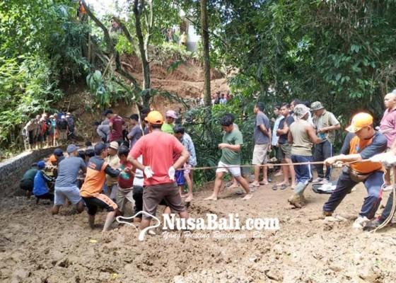 Nusabali.com - jembatan-ambruk-2-tewas-3-selamat