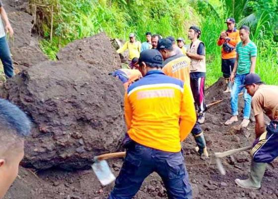 Nusabali.com - akses-jalan-dua-banjar-sempat-tertutup-longsor