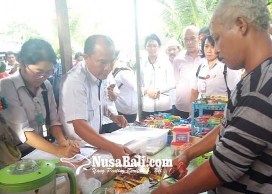 Nusabali.com - sidak-takjil-ditemukan-33-sachet-bubuk-minuman-kadaluwarsa