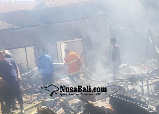 Nusabali.com - suami-ngojek-istri-ngayah-rumah-hangus-terbakar