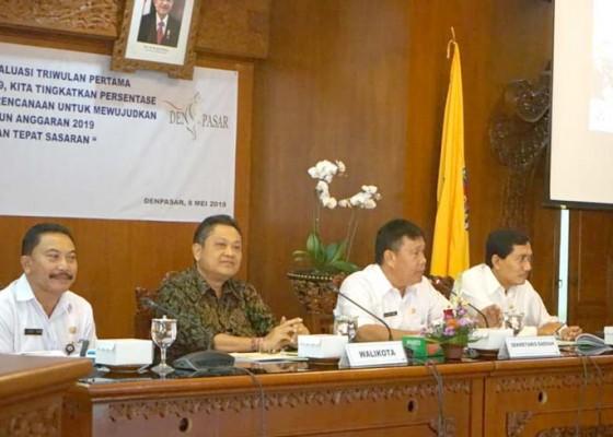Nusabali.com - rai-mantra-pimpin-rapat-evaluasi-pembangunan-triwulan-i-pemkot-denpasar