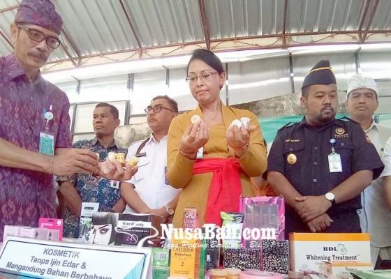Nusabali.com - bbpom-musnahkan-puluhan-ribu-kemasan-obat-kosmetik-berbahaya