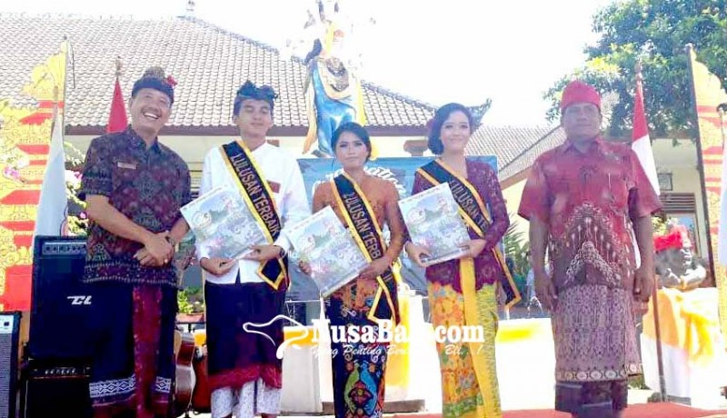 www.nusabali.com-perpisahan-smkn-amlapura-murid-berprestasi-dapat-apresiasi