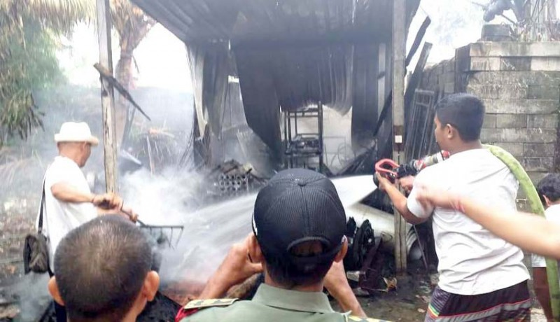www.nusabali.com-gudang-di-sibang-gede-hangus-terbakar