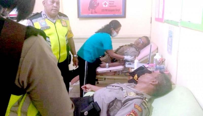 www.nusabali.com-bantu-warga-bhabinkamtibmas-donor-darah