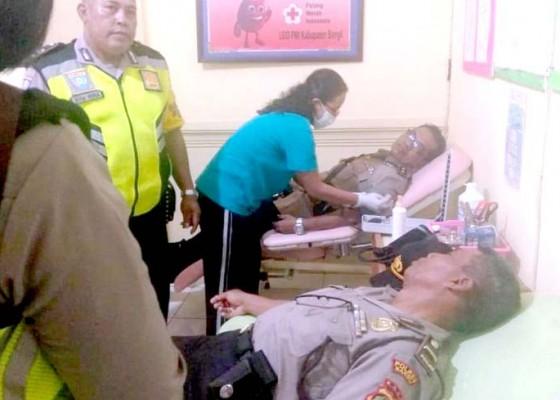 Nusabali.com - bantu-warga-bhabinkamtibmas-donor-darah