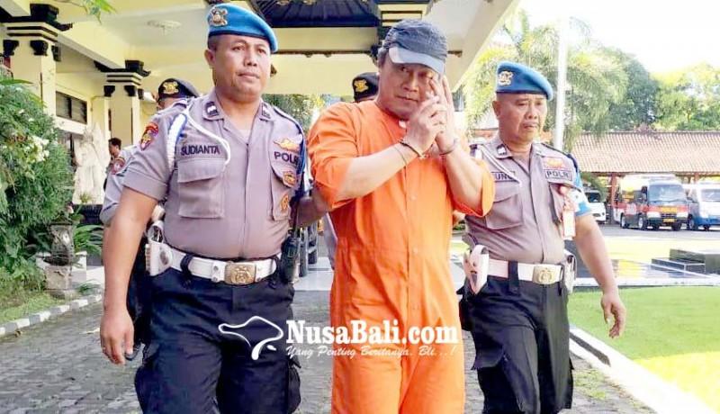 www.nusabali.com-dijuk-polisi-pengguna-shabu-nangis-saat-digiring-ke-sel