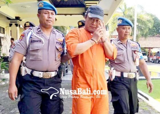 Nusabali.com - dijuk-polisi-pengguna-shabu-nangis-saat-digiring-ke-sel