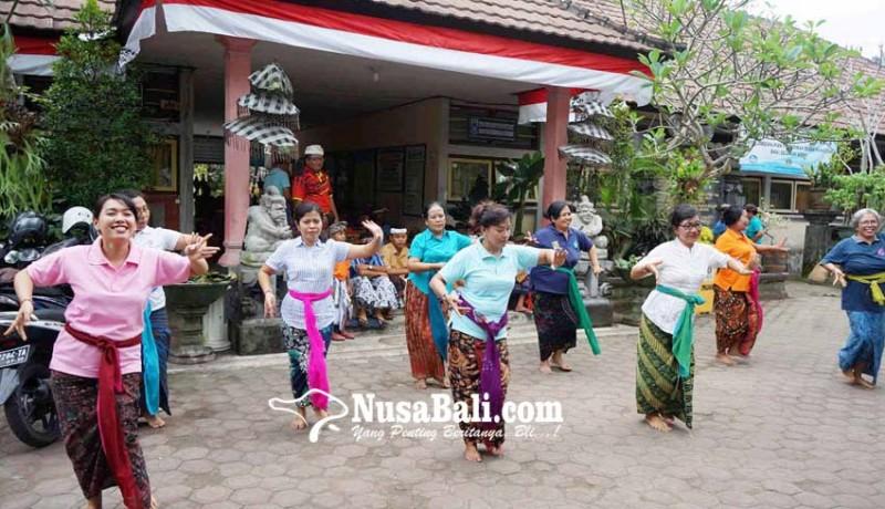 www.nusabali.com-para-siswa-semangat-sambut-saraswati