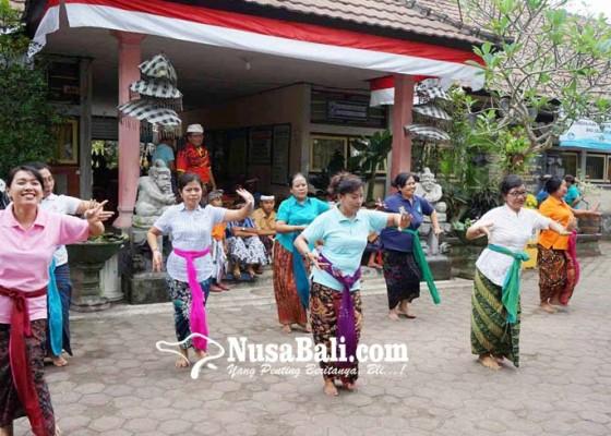 Nusabali.com - para-siswa-semangat-sambut-saraswati