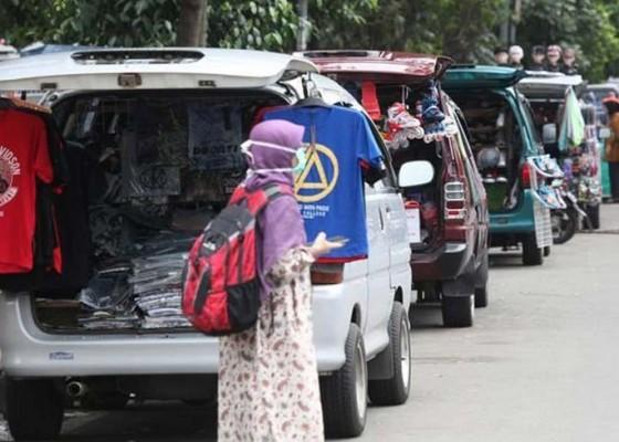 Nusabali.com - sudah-70-pedagang-bermobil-dipindah-ke-eks-tiara-grosir