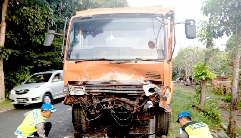 www.nusabali.com-hantam-truk-sopir-dan-penumpang-xenia-tewas