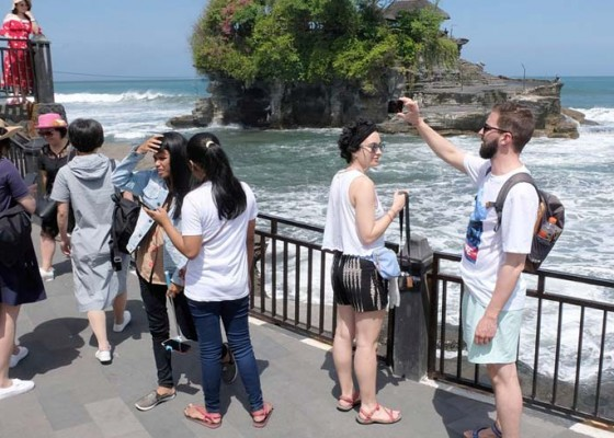 Nusabali.com - wisatawan-ke-tanah-lot-merosot