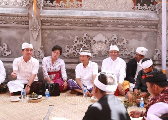 Nusabali.com - bupati-suwirta-hadiri-3-karya-di-nusa-penida